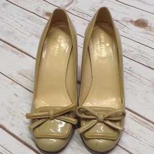 Kate Spade Size 6 Tan Bow Patent Heels